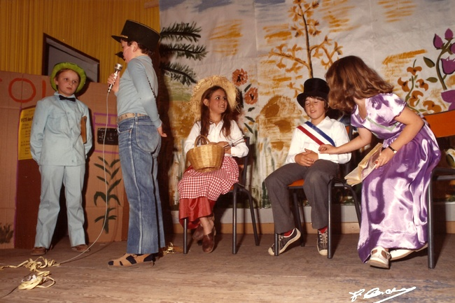 http://www.dieupentale.com/forum/uploads/2063_le_theatre_1982-3.jpg